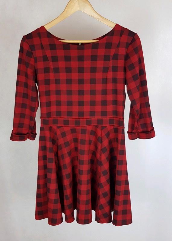 Sukienka w kratę czarny czerwony z koła M...