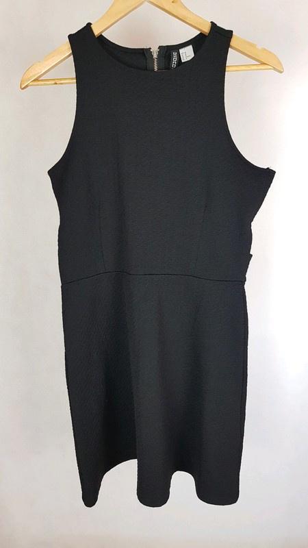 Mała czarna z wycięciami H&M 40...