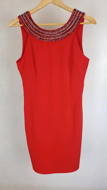 Piękna czerwona sukienka z kamyczkami odkryte plecy L
