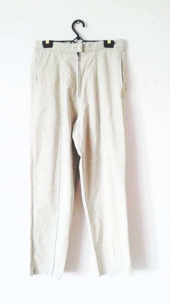 Jasnobeżowe długie spodnie cygaretki chinosy z wysokim stanem
