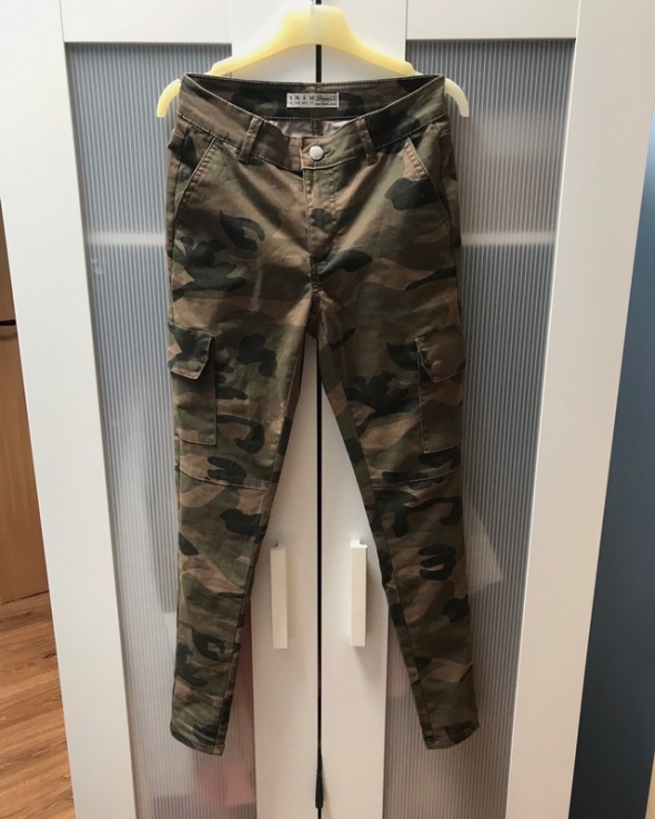 Spodnie rurki moro XS S
