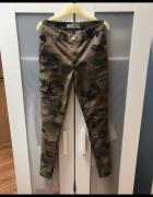 Spodnie rurki moro XS S...