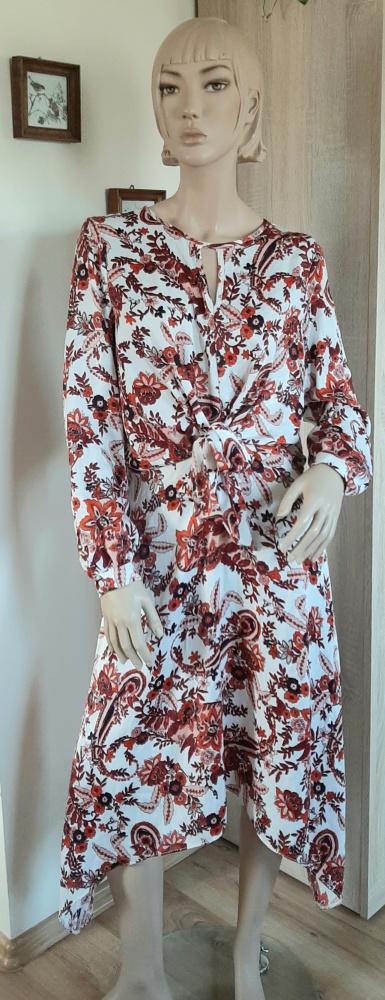 Asymetryczna sukienka w stylu Boho