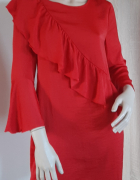 Czerwona sukienka z falbaną...
