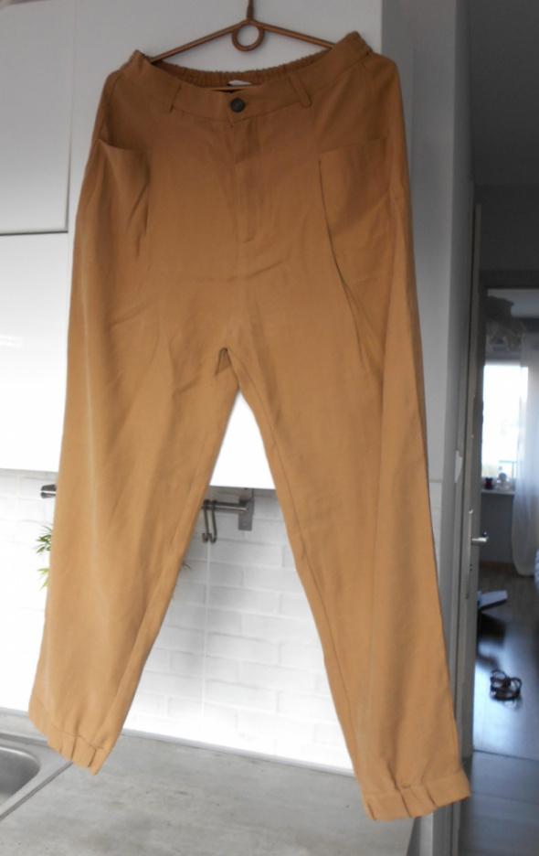 Pull and Bear beżowe spodnie chinosy camel nowe...