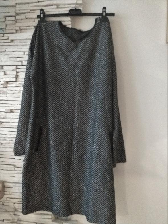 ciepła sukienka w jodełkę XL