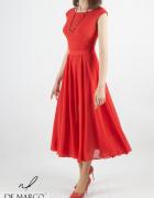 Czerwona sukienka midi w całości uszyta z szyfonu De Marco...