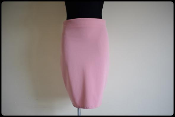 Spódnica ołówkowa pudrowy róż elastyczna 40 L