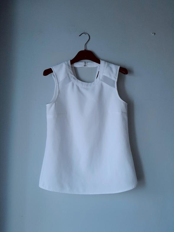 Biała elegancka bluzeczka Mohito...
