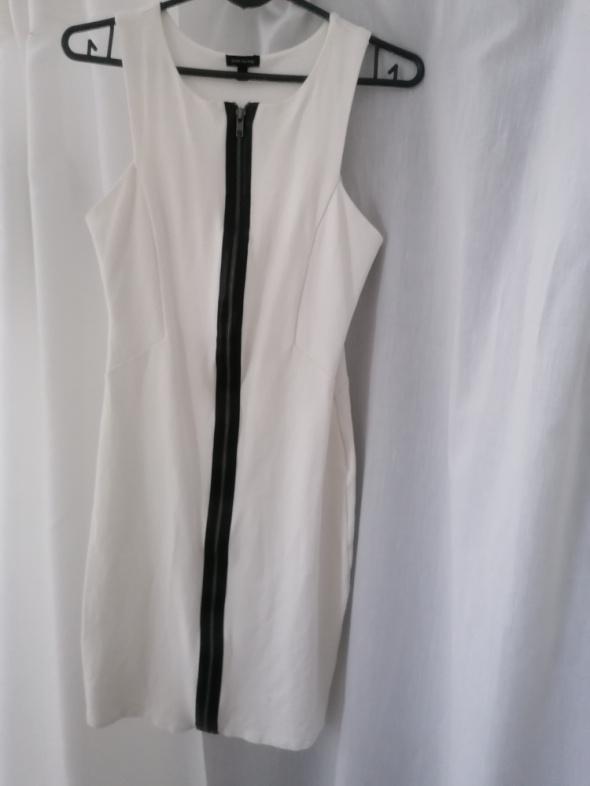 Suknie i sukienki Biała sukienka efektownym zamkiem