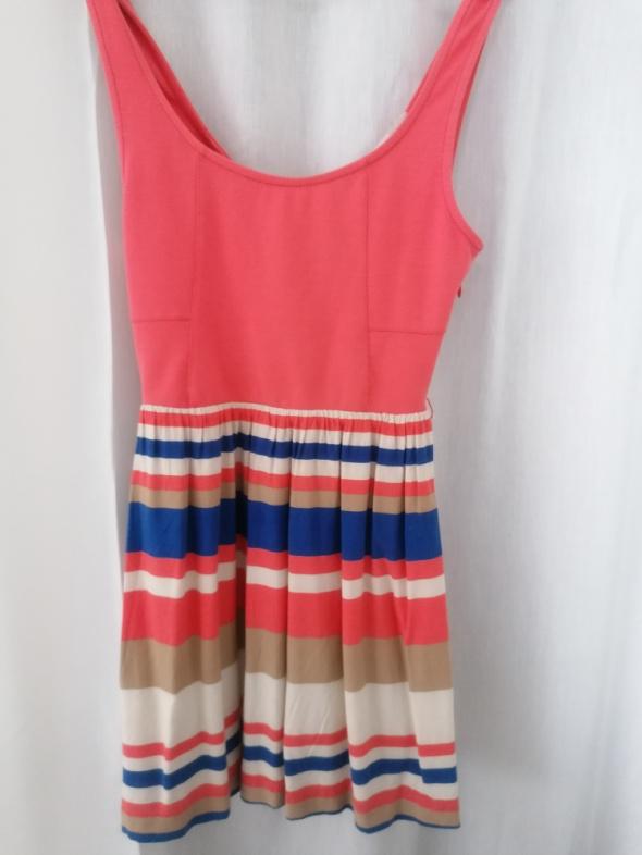 Suknie i sukienki Letnia sukienka z wycięciem na plecach