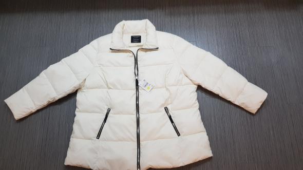 Kremowa kurtka na zimę C&A...
