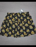 Czarna spódnica w żółte kwiatki...