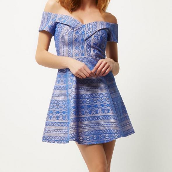 Koronkowa sukienka...