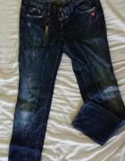 Spodnie jeansowe firmy Dsquared2...