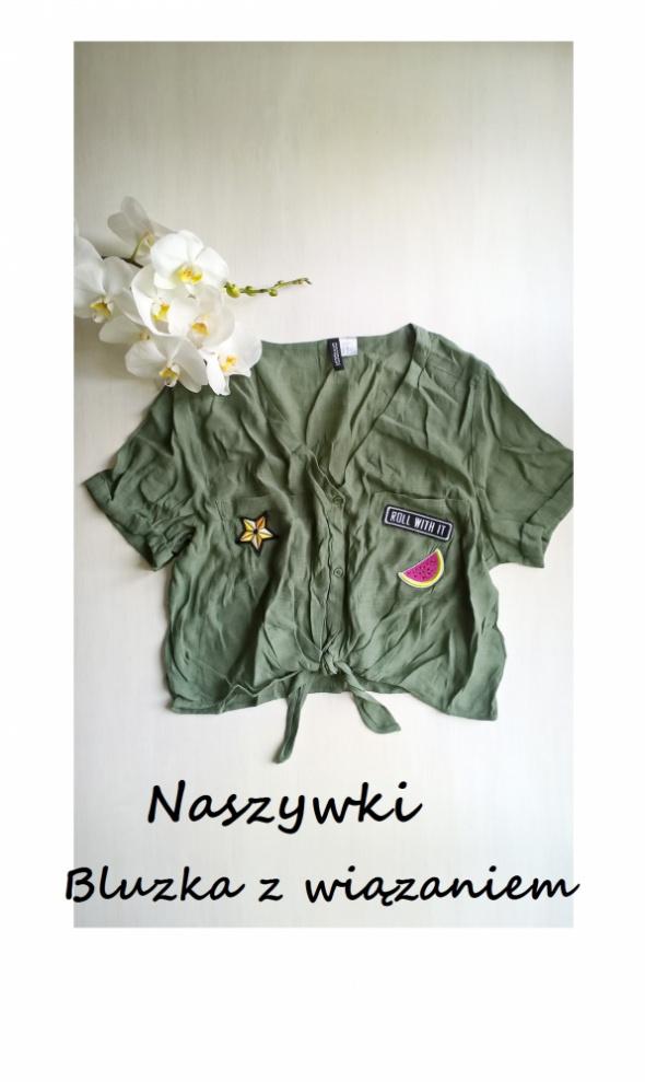 Krótka wiązana bluzeczka khaki crop top z naszywkami oversize...