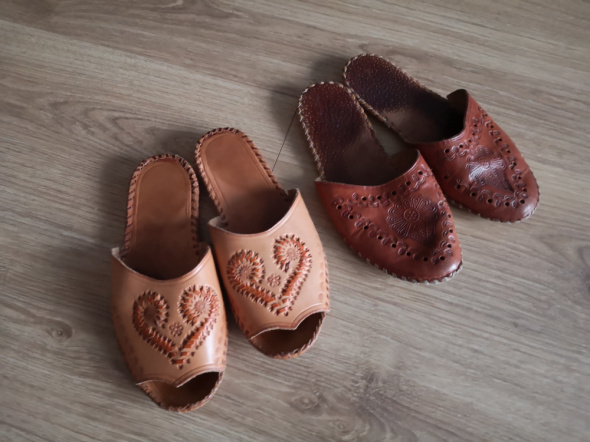 Laczki klapki kapcie pantofle góralskie skóra skórzane 37 38