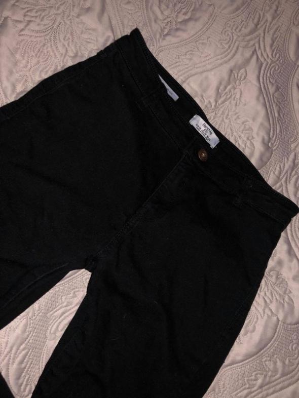 Spodnie czarne rurki...