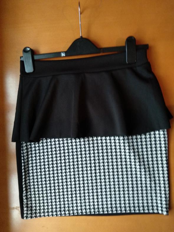 Spódnica ołówkowa z falbanka