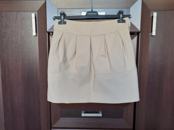 Beżowa krótka spódnica