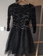 Elegancka sukienka z tiulem...