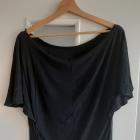 Sportowa bluzka z opadającym ramionami