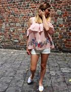 Bluzka hiszpanka kwiaty floral pudrowy brudny róż nowa stradivarius hit