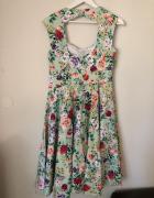 śliczna sukienka w kwiaty...