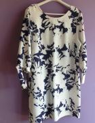 Sukienka biała z granatowym wzorem...