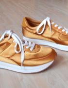 Zara złote sneakersy satynowe...