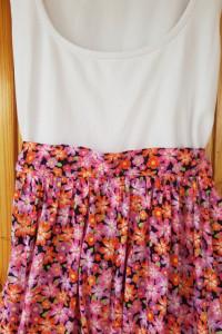 Kwiecista sukienka ginatricot L...