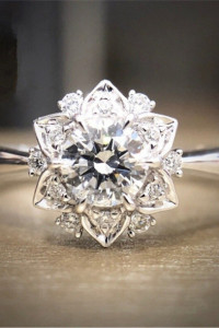 Nowy pierścionek srebrny kolor posrebrzany gwiazda kwiat duży cyrkonie