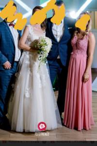 Długa różowa sukienka z koronką