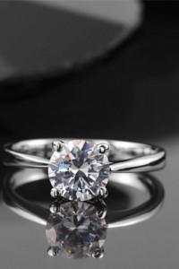 Nowy pierścionek srebrny kolor rodowany prosty skromny duża cyrkonia
