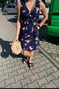 Sukienka na zakładkę w kwiaty M...