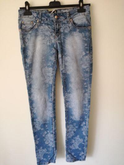 Spodnie Jeansy w kwiaty