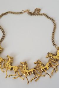 Nowy niestandardowy naszyjnik w kolorze złotym z końmi