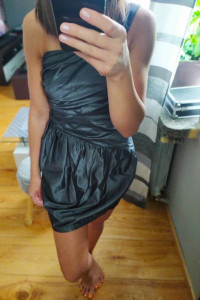 Sukienka srebrna metaliczna na jedno ramię S