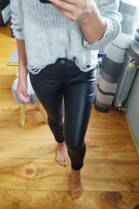 Czarne woskowane spodnie rurki New Yorker Xs