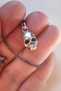 Srebrny naszyjnik z czaszką