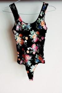 body xs s new look czarne floral kwiaty...
