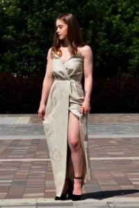 Długa suknia z gorsetem w kolorze ecru