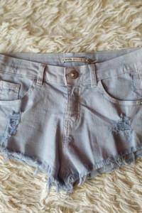Spodenki jeansowe Bershka