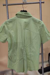 Zielona koszula z krótkim rękawem...