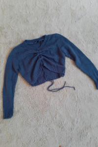 Krótki marszczony sweterek Boohoo wiązany...