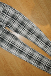 Miss Swan materialne spodnie w krate roz 36...