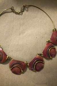 Piękny naszyjnik muszla biżuteria artystyczna awangarda