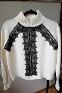 Kremowy sweter z koronką Sinsay rozmiar XS...