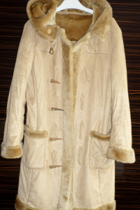 Płaszcz z kożuchem beżowy rozmiar M L