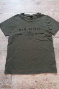 koszulka w kolorze khaki Bad habbits Gina Tricot